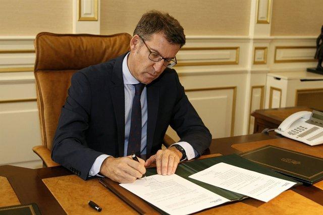 Alberto Núñez Feijóo firma el decreto de nombramiento de su Gobiernto