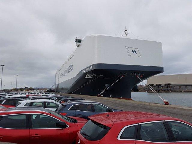 El 'Höegh Traveller', Puerto de Santander, coches