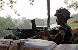 Al menos siete militares paquistaníes muertos por disparos de tropas indias en Cachemira