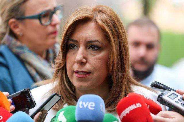 Susana Díaz atiende a los medios en Sevilla