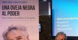 Mújica se solidariza con los presos políticos de Venezuela y dice que su problema es la dependencia petrolera