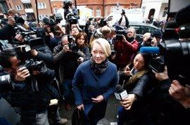 Assange rinde declaración a la Fiscalía sueca desde la Embajada de Ecuador en Londres