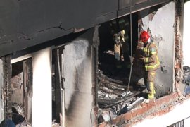 Los técnicos evalúan los daños del edificio de Cáceres, que continúa desalojado por la explosión