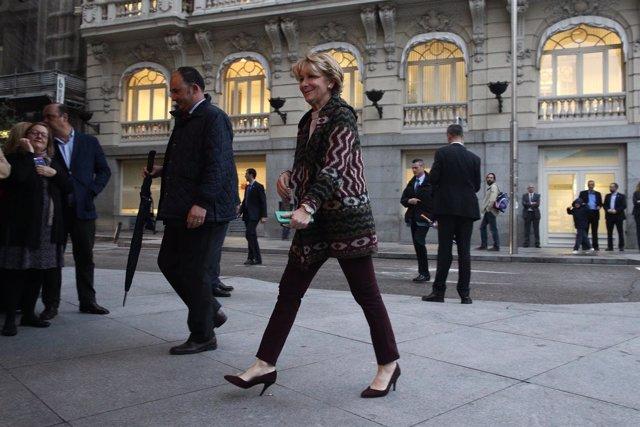 Esperanza Aguirre a su llegada a un desayuno informativo