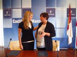 Los trabajadores sociales de las seis Oficinas de Intermediación Hipotecaria de C-LM recibirán formación de la FEMP