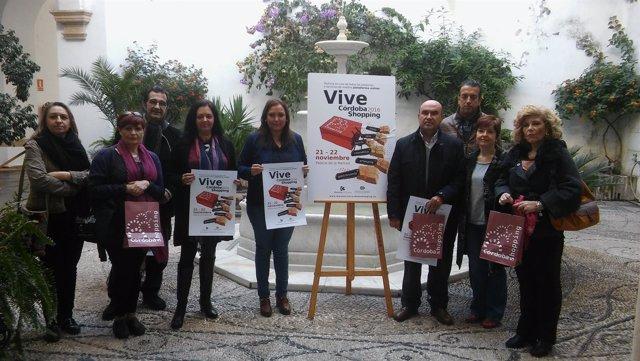 Carrillo (centro), durante la presentación de 'Vive Córdoba Shopping'