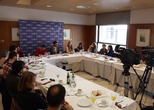 El líder de IULV-CA, Antonio Maíllo, durante un desayuno informativo