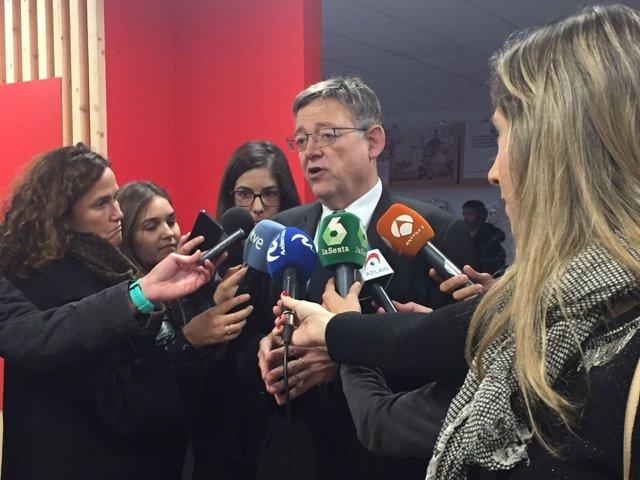 Ximo Puig atiende a los medios