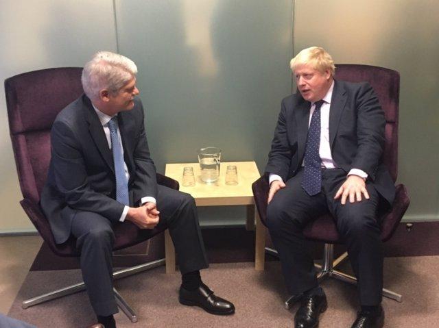 Dastis se reúne con su homólogo británico, Boris Johnson