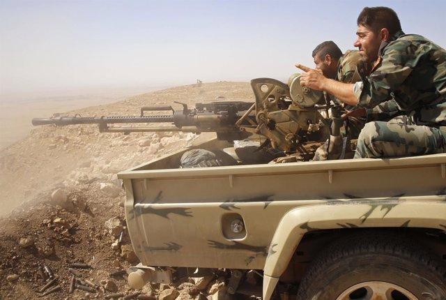 Peshmerga kurdos sobre una camioneta