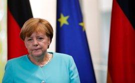 """Merkel pide a los alemanes que tengan una """"mente abierta"""" ante Trump"""