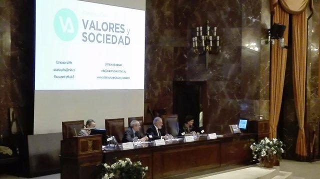María San Gil en un acto de la Fundación Valores y Sociedad