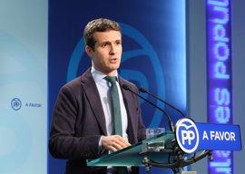 """Casado dice que Cospedal tiene """"plena compatibilidad"""" para sus dos cargos pero será Rajoy quien decida si sigue"""