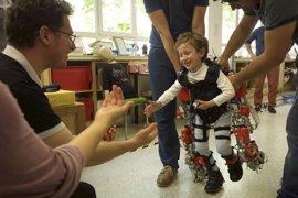 Comienzan las pruebas clínicas del exoesqueleto infantil con niños con atrofia muscular espinal