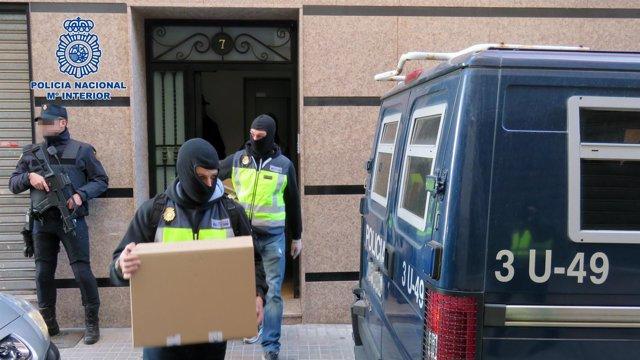 La Policía detiene a siete terroristas que enviaban material militar al Daesh