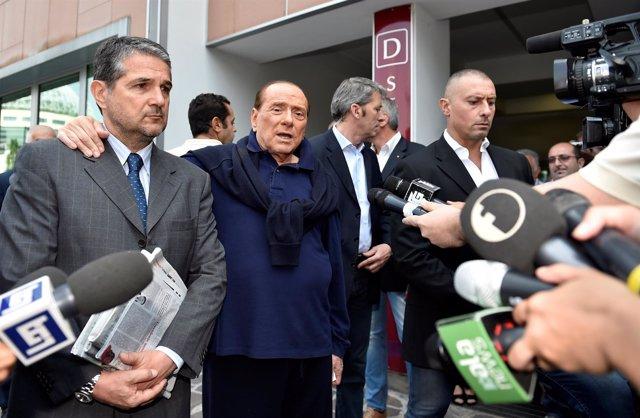 Berlusconi abandona el hospital de Milán