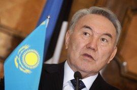 Kazajistán presenta un nuevo billete con el retrato del presidente Nazarbayev