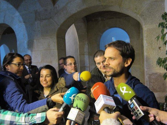 Álvaro Jaén ante los medios de comunicación