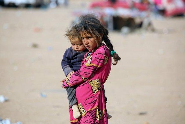 Niños desplazados por la ofensiva sobre Mosul