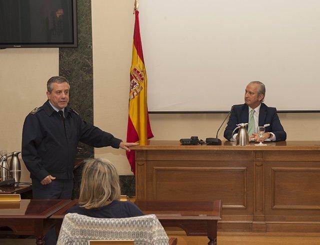 Fernández de Mesa en una conferencia en el CESEDEN