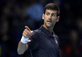 Djokovic se mete en 'semis' y Thiem se lleva el duelo de 'rookies'