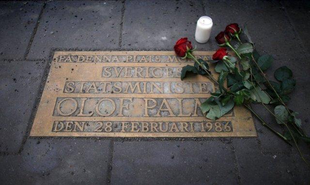 Placa en memoria del primer ministro sueco Olof Palme