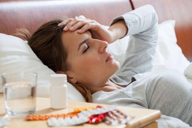 Mujer, migraña, dolor, enfermedad, cama