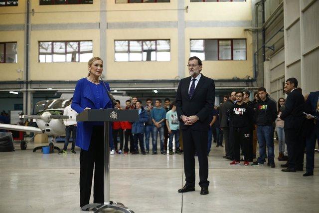 Rajoy y Cristina Cifuentes en la visita a un centro de formación profesional