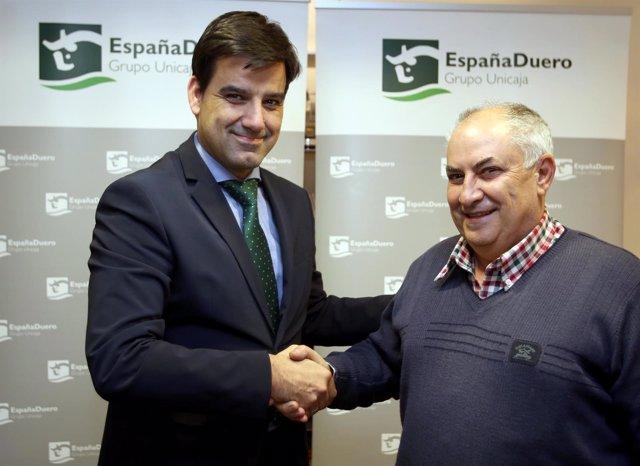 Firma del convenio entre ambas entidades.