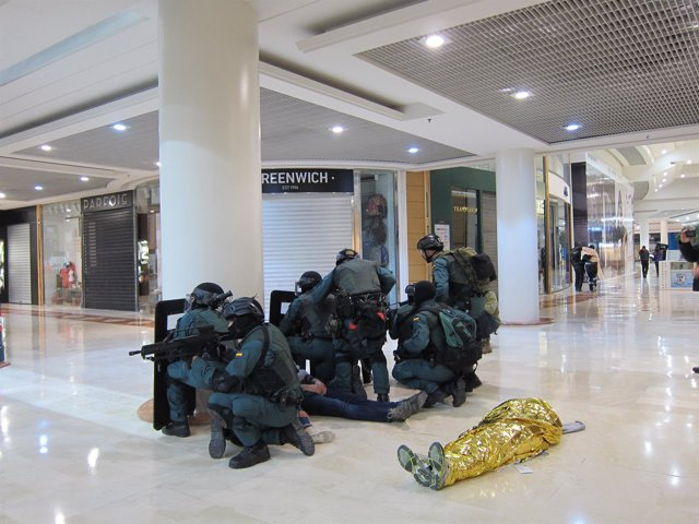 Simulacro de atentado yihadista en el centro comercial La Morea