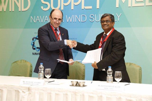 Ayerdi y A. Gomanthinayagam, director general del NIWE