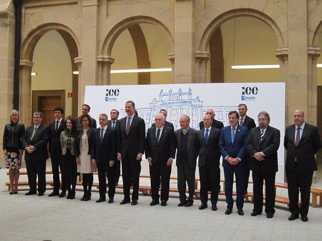 El Rey y el lehendakari con autoridades en el centenario de La Comercial