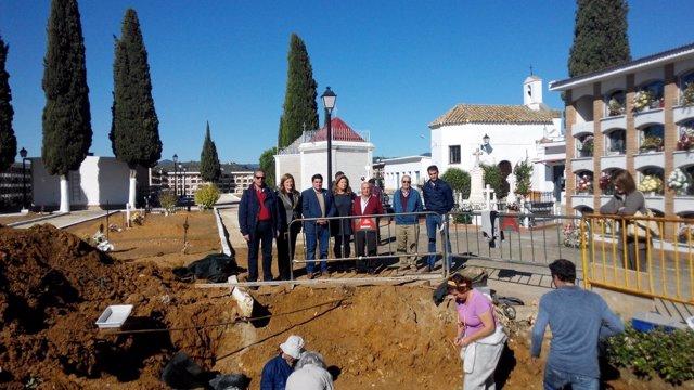 Trabajos de exhumación en la fosa de Marmolejo (Jaén)
