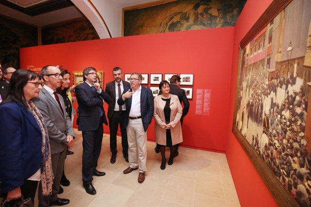 El pte.Carles Puigdemont, en una visita a la exposición del Any Ramon Casas