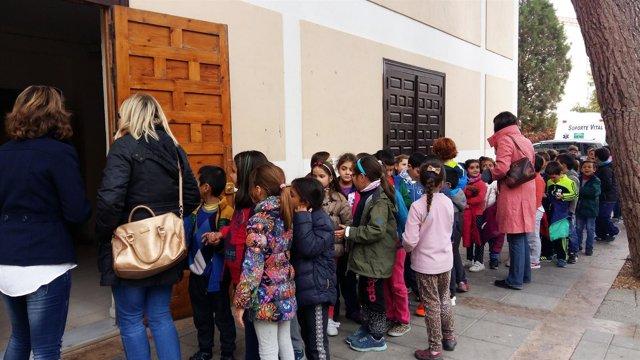 Los niños disfrutan de Fical con 'Almería en Cortito'.