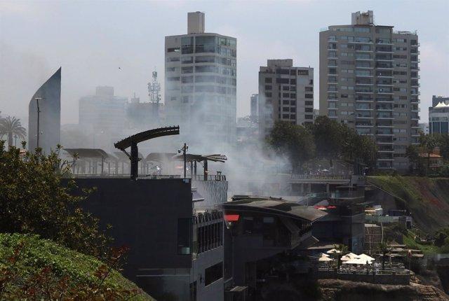 Incendio en un centro comercial de Lima