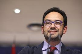 """PSOE critica el empecinamiento de PP por colocar a Fernández Díaz: """"Por la puerta de atrás y sin respetar al Parlamento"""""""