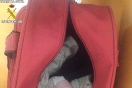 Una mujer atraviesa la frontera de Melilla con un bebé oculto en un bolso