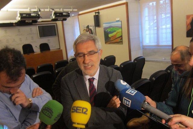 El Portavoz De IU En La Junta General, Gaspar Llamazares.