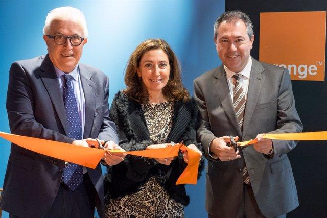 José Sánchez Maldonado, Carmen Recio y Juan Espadas.
