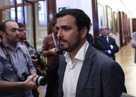 Garzón destaca que el Rey haya reconocido más la pluralidad de España que Ana Pastor