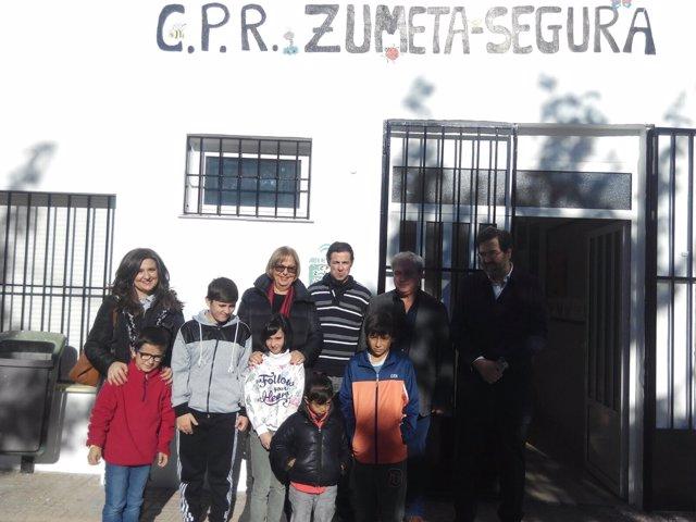 Adelaida de la Calle, en el colegio público rural Alto Segura.