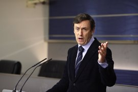 El PP pide a Podemos estudiarse la Constitución antes de criticar el discurso del Rey