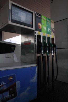Surtidor de gasolina, repsol, gasolinera