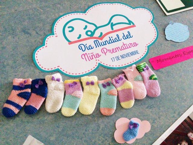 El CHN celebra el Día de la Prematuridad con un reparto simbólico de patucos.