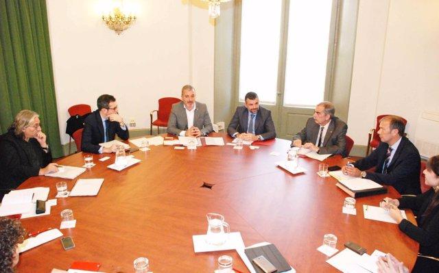 Reunión del conseller Santi Vila y el teniente de alcalde de Barcelona Jaume Col