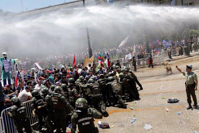 Manifestación de funcionarios en Chile