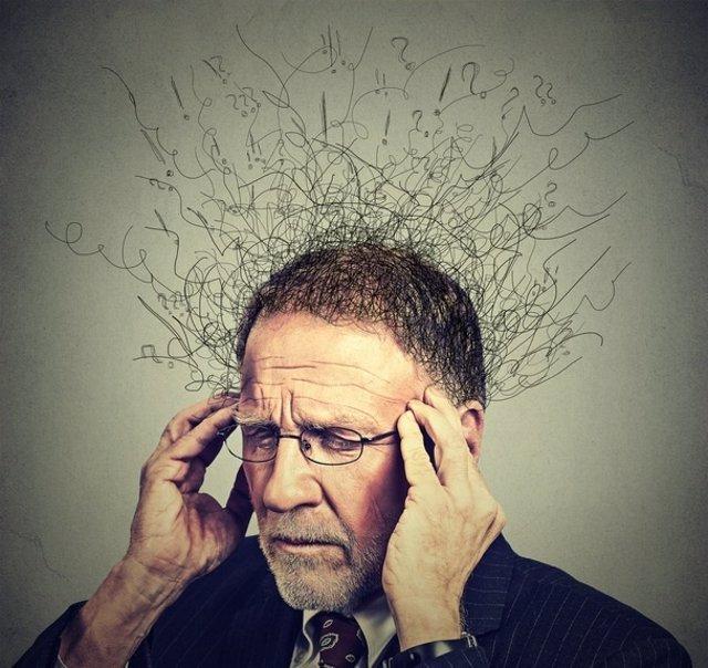 Cerebro, anciano, señor mayor, pensar, preocupado
