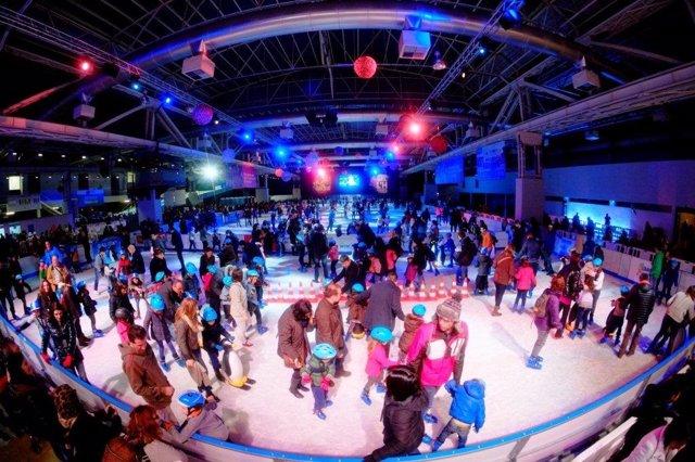 La pista de hielo Bargelona en el recinto de La Farga de L'Hospitalet
