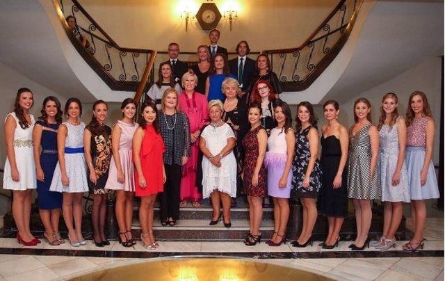 Imagen de archivo de las candidatas a fallera y corte honor 2017